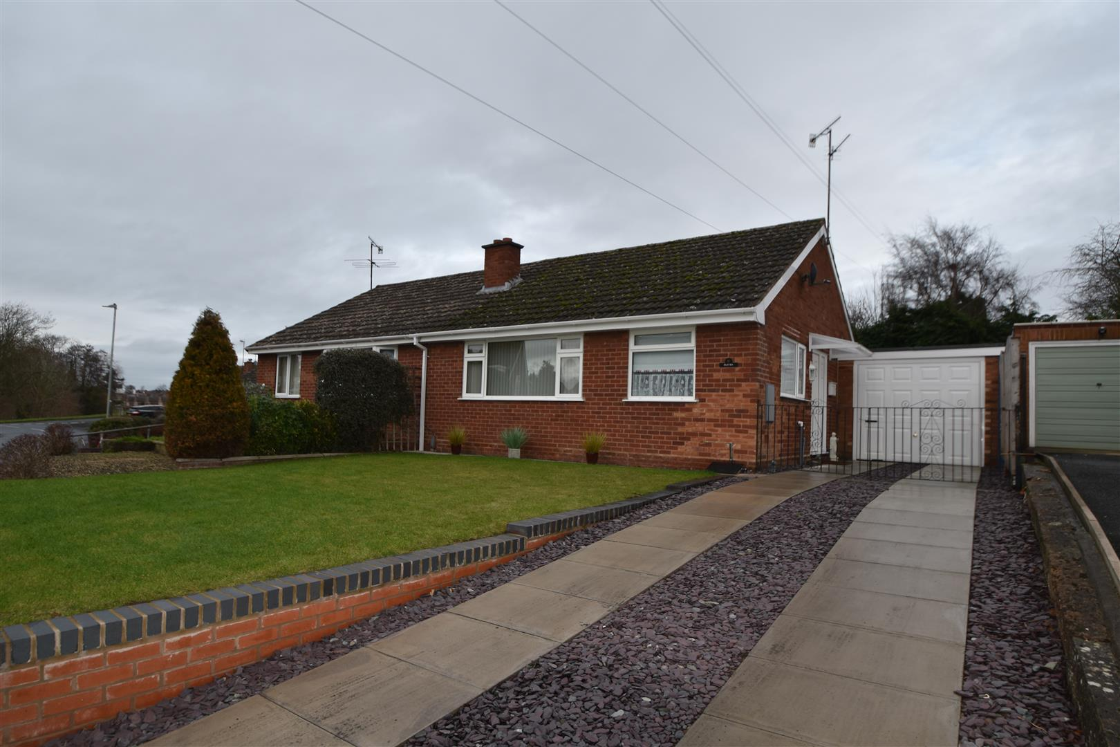 2 Bedrooms Semi Detached Bungalow for sale in Sanctuary Close, Worcester
